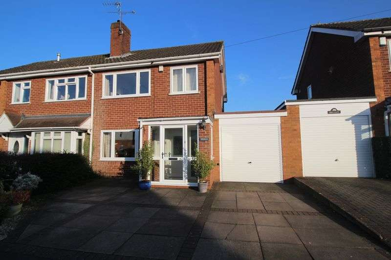 3 Bedrooms Semi Detached House for sale in Latimer Road, Alvechurch