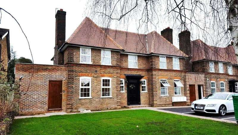3 Bedrooms Flat for sale in Kingsend, Ruislip