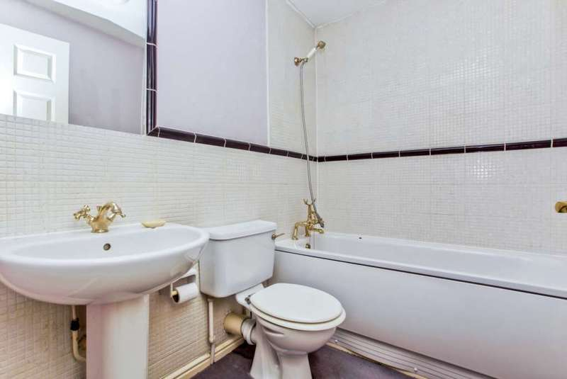 1 Bedroom Apartment Flat for sale in Mile End Road, Stepney Green