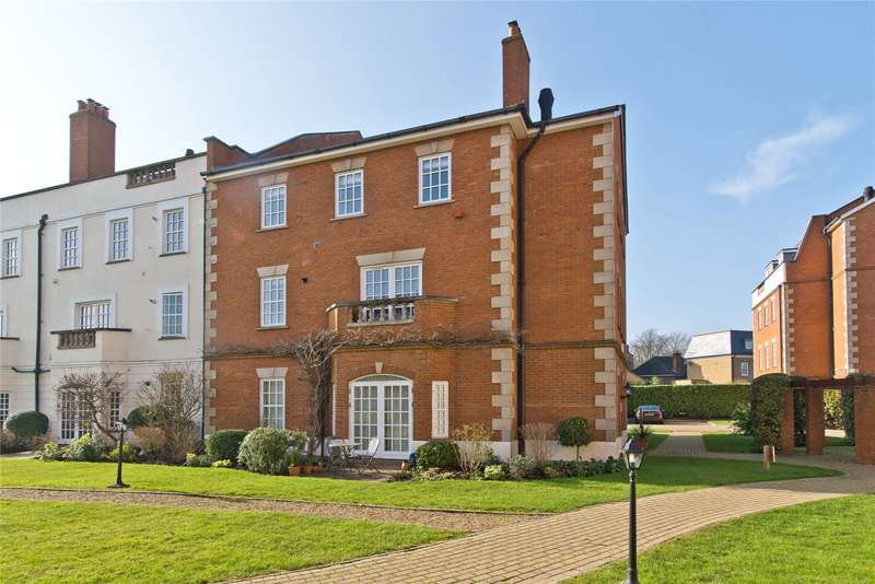 2 Bedrooms Flat for sale in Ann Of Cleaves House, Queens Reach, East Molesey, Surrey, KT8