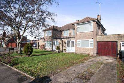 4 Bedrooms Semi Detached House for sale in Westmorland Avenue, Luton, Bedfordshire, Leagrave