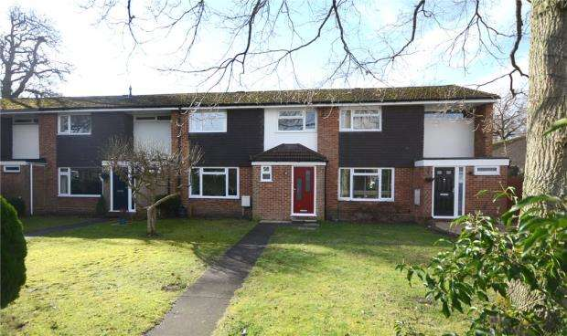 3 Bedrooms Terraced House for sale in The Croft, Fleet, Hampshire