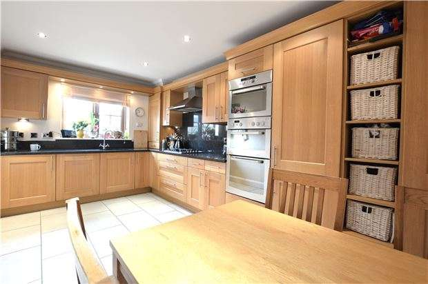 3 Bedrooms End Of Terrace House for sale in Norman Close, Kemsing, SEVENOAKS, Kent, TN15 6SF