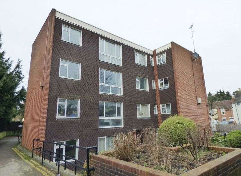 2 Bedrooms Flat for sale in St Pauls Court, Gloucester