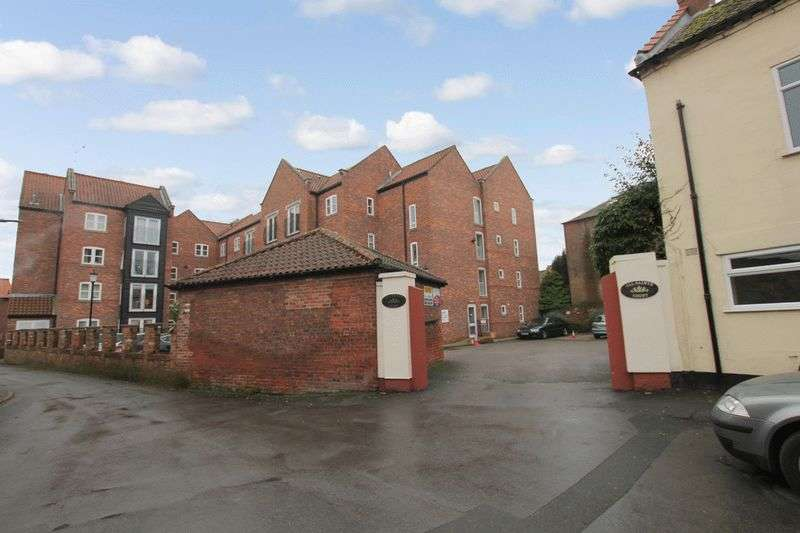 2 Bedrooms Retirement Property for sale in All Saints Court, Market Weighton, YO43 3NT