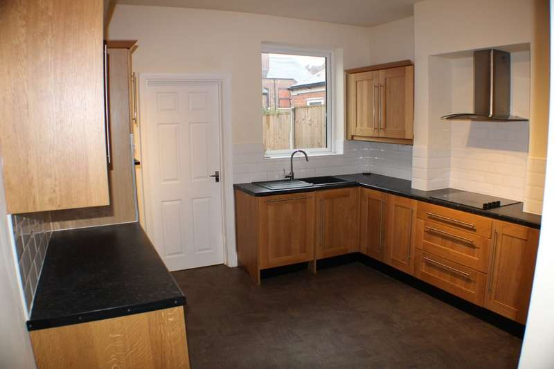 2 Bedrooms Terraced House for sale in Bernard Street, Carrington