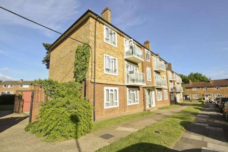 3 Bedrooms Flat for sale in Southend Close, London, SE9