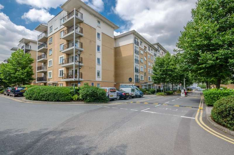 2 Bedrooms Apartment Flat for sale in Settlers Court, Newport Avenue, E14
