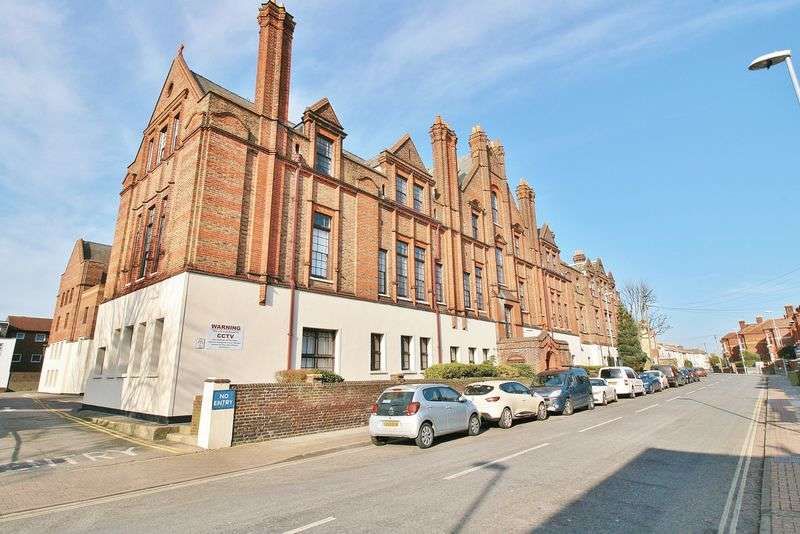 2 Bedrooms Flat for sale in Lawrence Road, Southsea