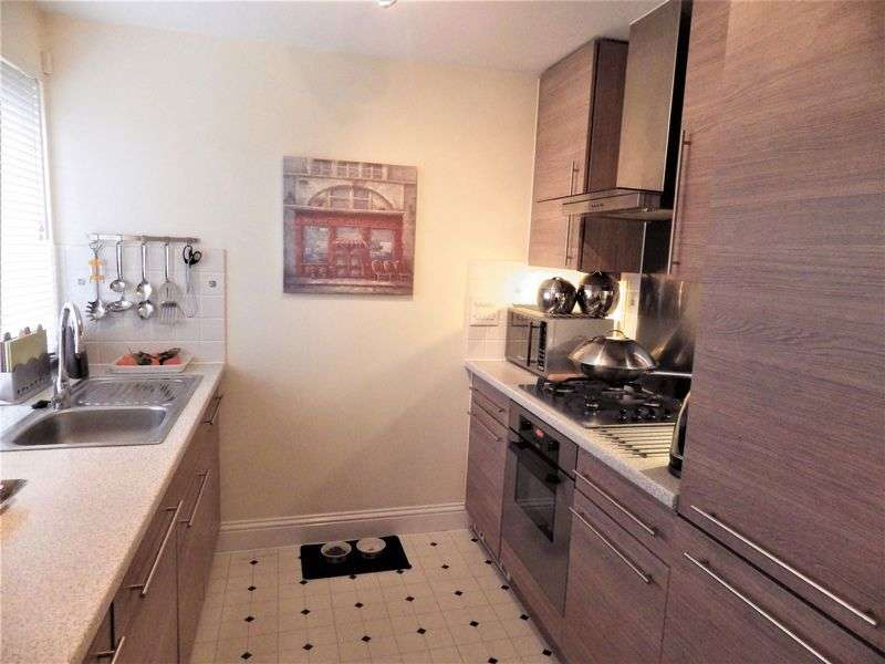 2 Bedrooms Flat for sale in Principal Court, Letchworth Garden City