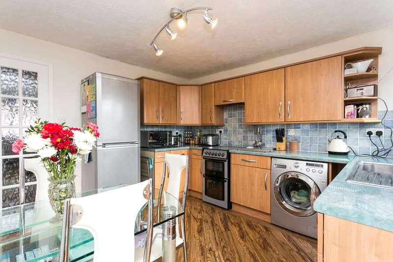 2 Bedrooms Terraced House for sale in Mapledown Close, Southwater