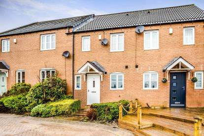 2 Bedrooms Terraced House for sale in Cobblestones Drive, Illingworth, Halifax, West Yorkshire