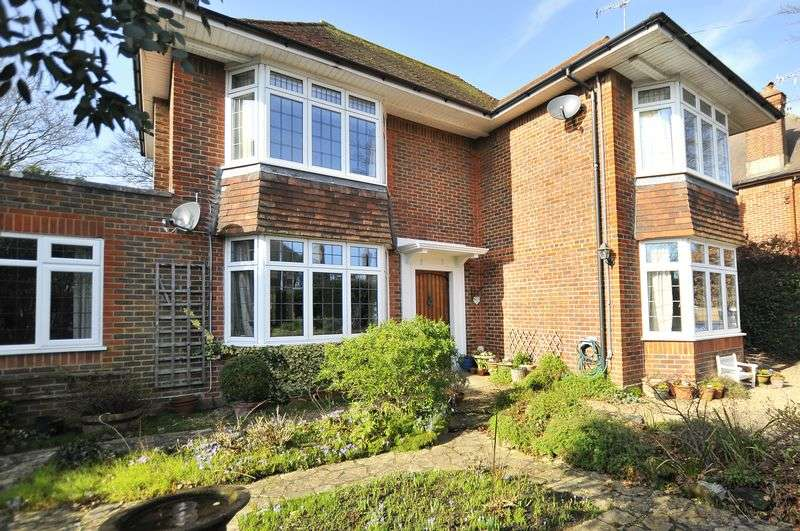 4 Bedrooms Detached House for sale in First Avenue, Worthing