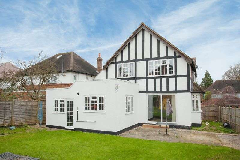4 Bedrooms Detached House for sale in Malpas Drive, Pinner, Middlesex