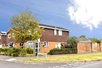 4 Bedrooms Detached House for sale in Malin Road, Littlehampton, BN17