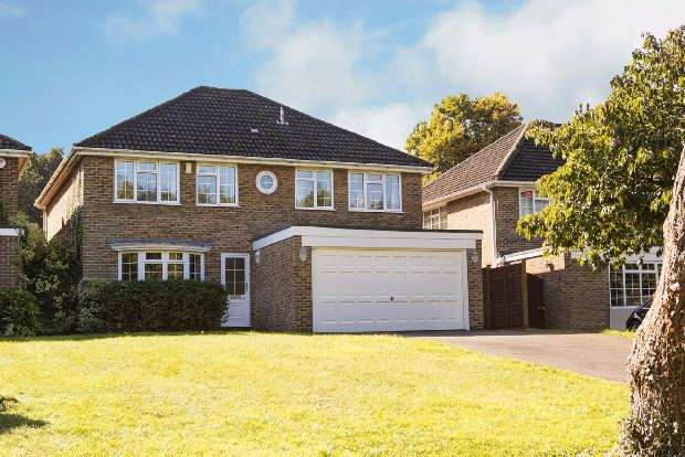 4 Bedrooms Detached House for sale in Theobald Drive, Tilehurst, Reading,