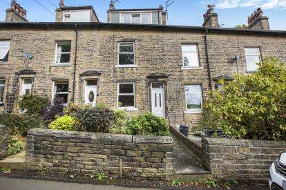 4 Bedrooms Terraced House for sale in Willow Terrace, Sowerby Bridge, Halifax, West Yorkshire