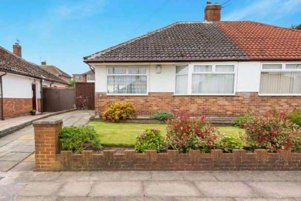 3 Bedrooms Bungalow for sale in Lyndor Road , Woolton , Liverpool