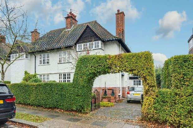 4 Bedrooms Unique Property for sale in Asmuns Hill, Hampstead Garden Suburb, NW11