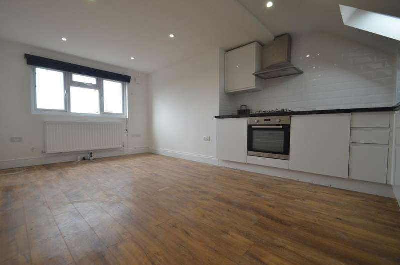 1 Bedroom Flat for sale in South Ealing Road, Ealing, W5 4QA