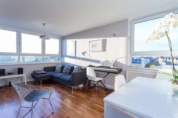 2 Bedrooms Flat for sale in Roman Road, London