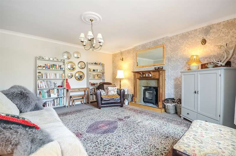 4 Bedrooms Detached House for sale in The Rockeries, Main Street, Hellifield