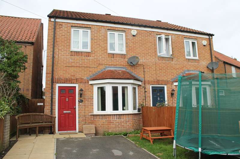 3 Bedrooms Semi Detached House for sale in Galtres Drive, Easingwold, York, YO61 3DJ