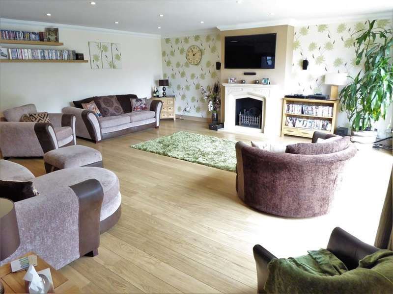 4 Bedrooms Detached Bungalow for sale in Arnside Road , Bexleyheath, Kent , DA7 5DT