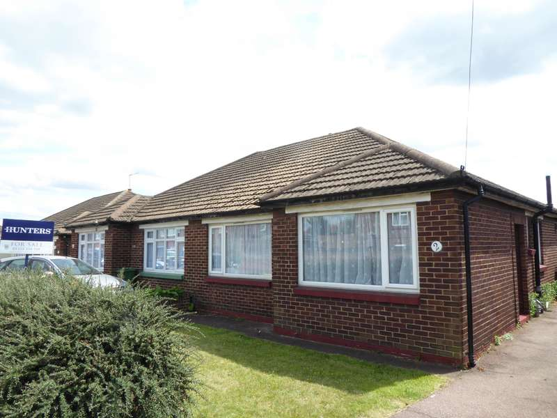 2 Bedrooms Semi Detached Bungalow for sale in Rudland Road, Bexleyheath, Kent, DA7 6DD