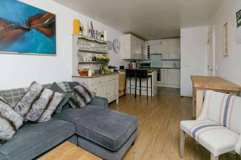 2 Bedrooms Flat for sale in Deals Gateway, Lewisham, SE13