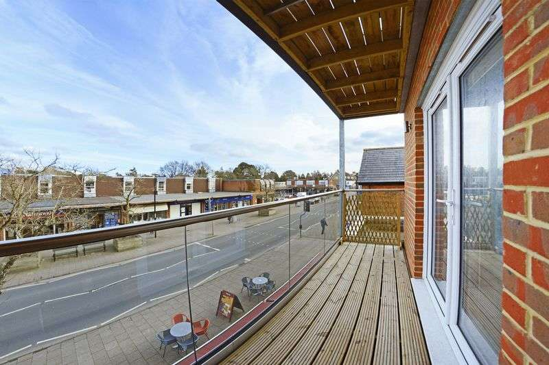 2 Bedrooms Flat for sale in Library Road, Ferndown, BH22.