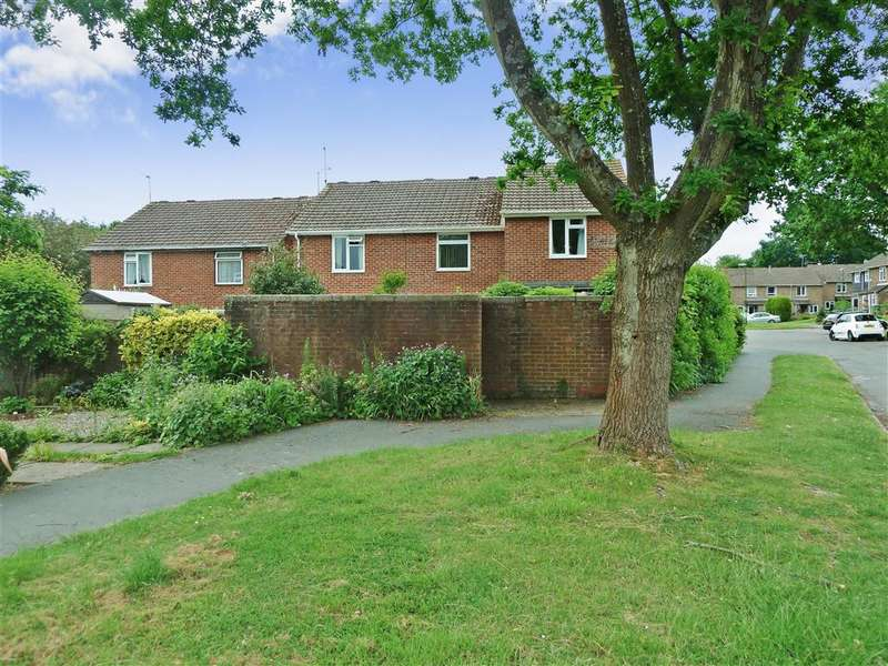 2 Bedrooms Terraced House for sale in Drake Close, Horsham, West Sussex