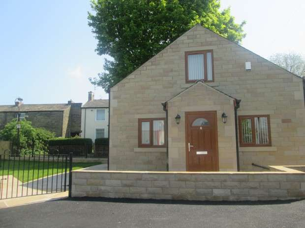 2 Bedrooms Bungalow for sale in Fenby Avenue, Bradford, BD4