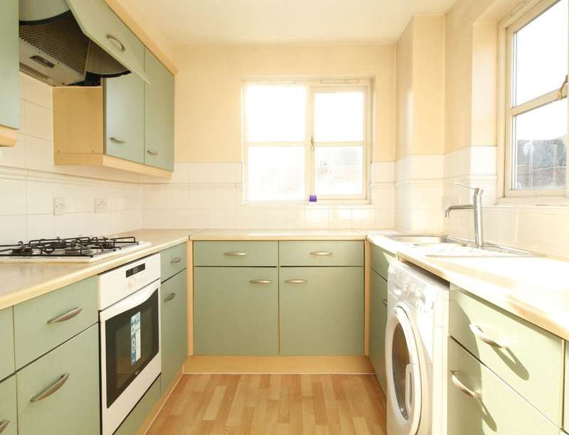 2 Bedrooms Flat for sale in Otter Close, London, E15
