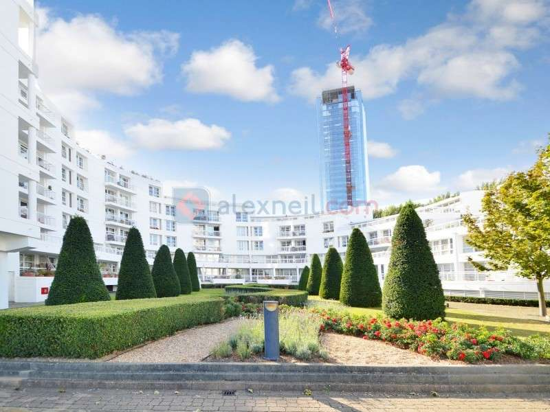 2 Bedrooms Flat for sale in Manchester Road, Isle of Dogs E14