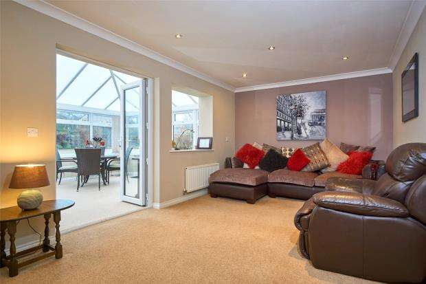 2 Bedrooms Detached Bungalow for sale in Goldfinch Grove, Pillmere, Saltash, Cornwall