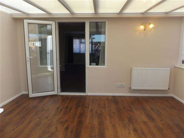 2 Bedrooms Semi Detached House for sale in Priory Road, Stanford-Le-Hope