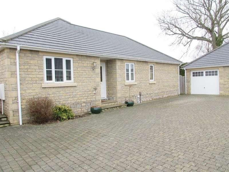 3 Bedrooms Bungalow for sale in Dunster Road, Keynsham, Bristol