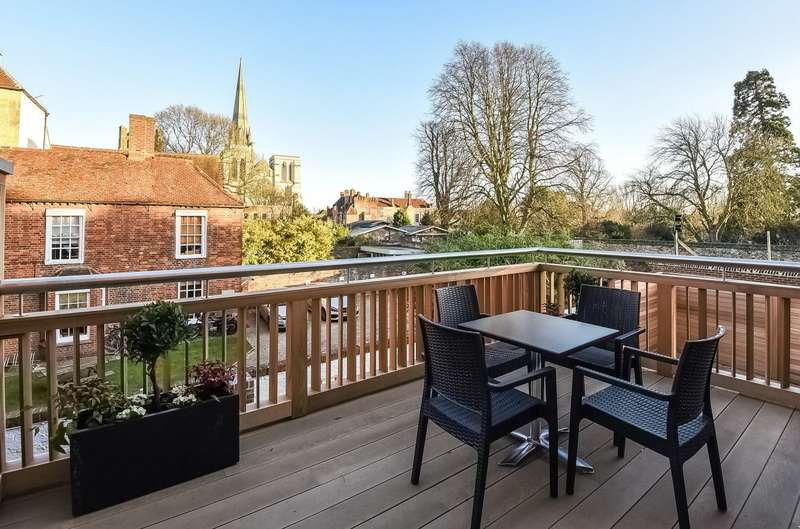 3 Bedrooms Detached House for sale in First Floor Apartment - West Street, Chichester, PO19