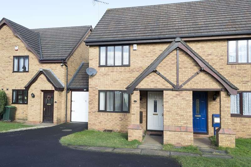 2 Bedrooms Semi Detached House for sale in Anita Avenue, Tipton