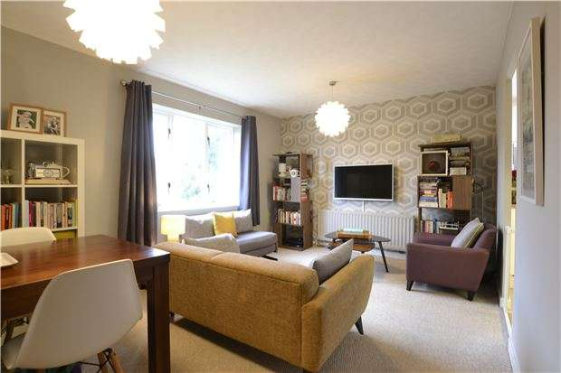2 Bedrooms Flat for sale in High Street, PURLEY, Surrey, CR8 2AD