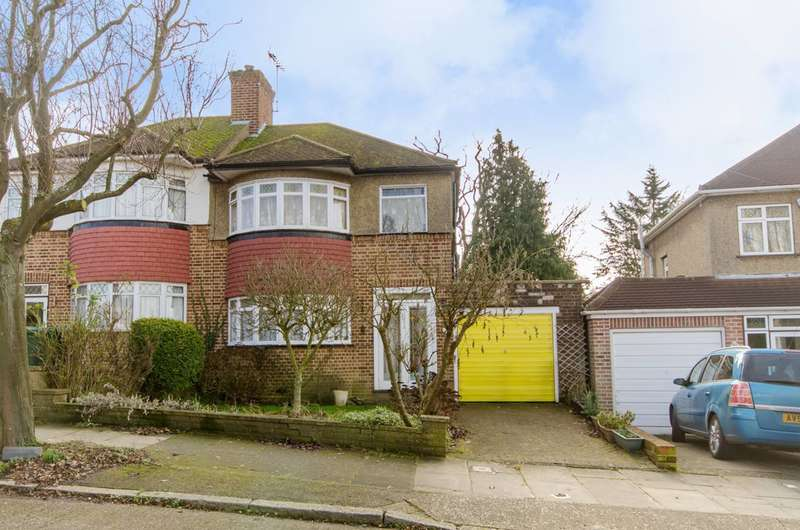 3 Bedrooms House for sale in Langford Crescent, Cockfosters, EN4