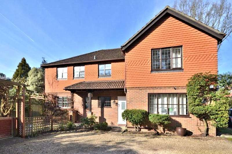 5 Bedrooms Detached House for sale in Verralls, Maybury Hill, Woking, Surrey, GU22
