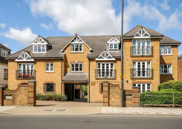 3 Bedrooms Apartment Flat for sale in Hanover Court, Bessborough Road, Harrow on the Hill, HA1