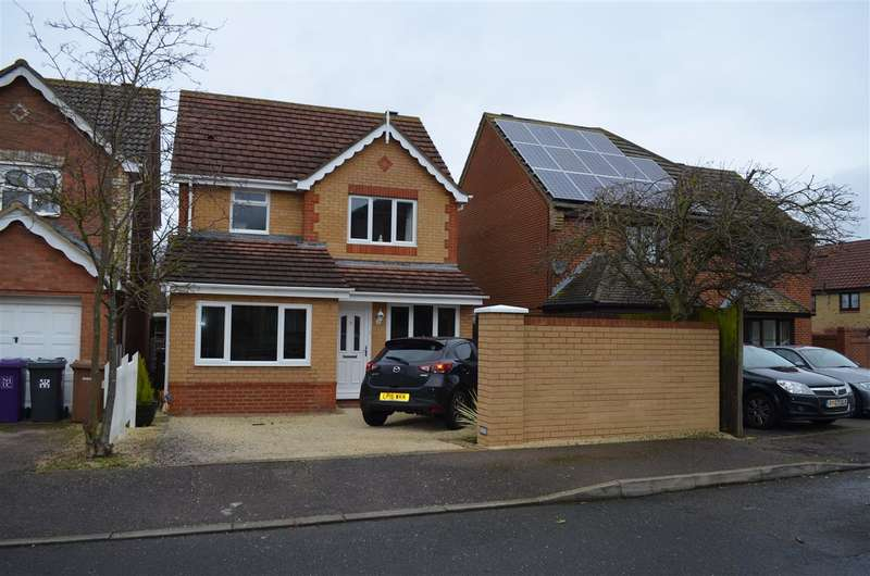 3 Bedrooms Detached House for sale in Blake Close, Royston