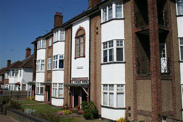 2 Bedrooms Flat for sale in Hurstwood Court, Finchley Road NW11