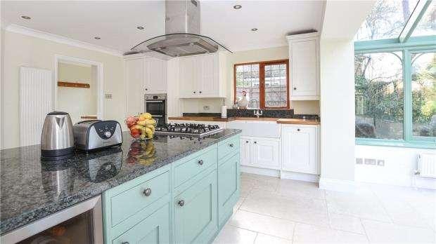 5 Bedrooms Detached House for sale in Crawley Ridge, Camberley, Surrey