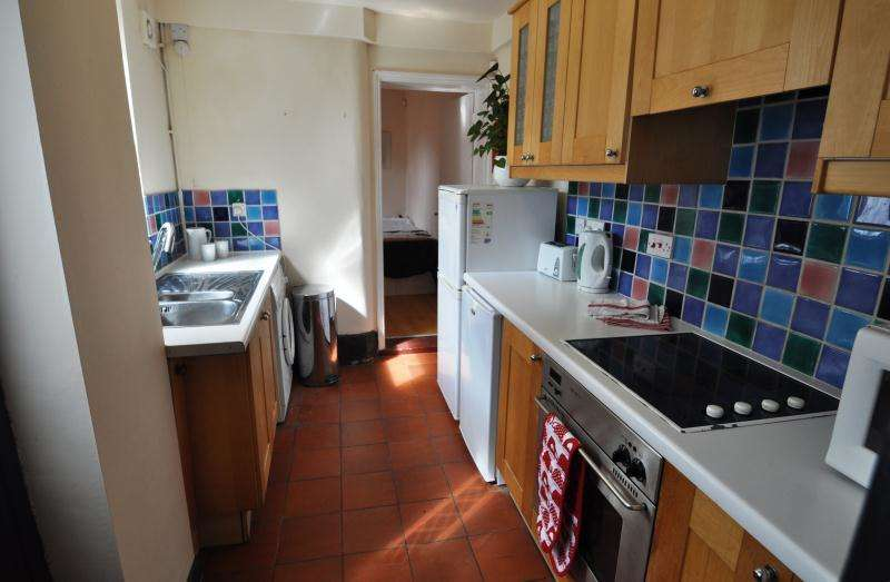 6 Bedrooms Ground Flat for rent in 4 Zulla Road, Mapperley Park, Nottingham, NG3 5BY