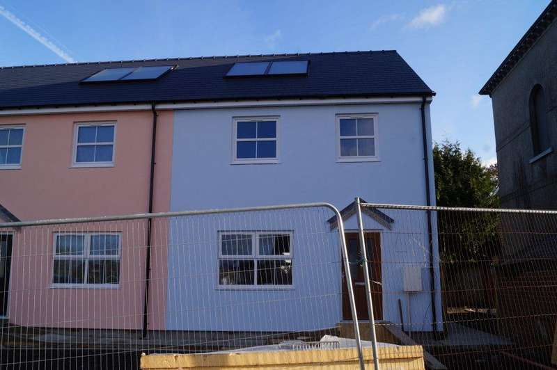 3 Bedrooms End Of Terrace House for sale in Lon Dewi, Newcastle Emlyn SA38