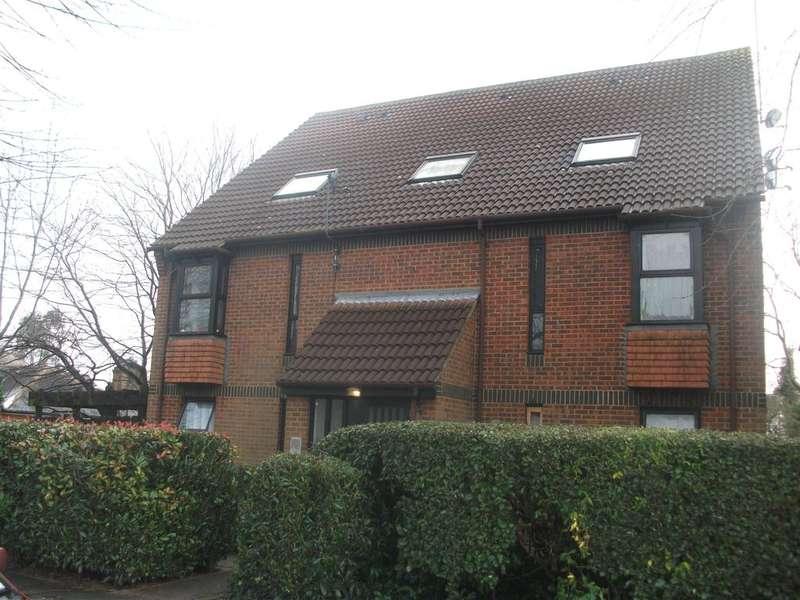 1 Bedroom Duplex Flat for sale in Alexander Close, New Barnet, Herts EN4